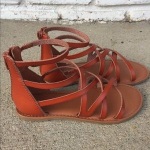 Girls size 1 strappy sandal like new